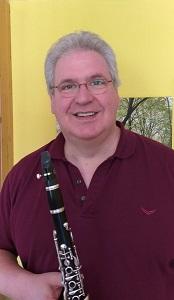 Andreas Fiebig mit der Klarinette in der Hand