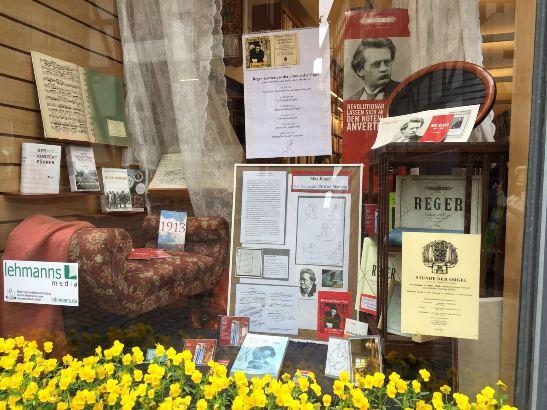Foto vom Fenster der Lehmanns-Buchhandlung.