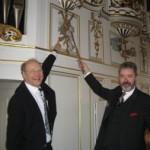 Die Solisten Böttcher und Enss vor der Orgel.