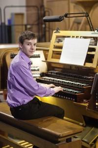Niklas Jahn an der Orgel